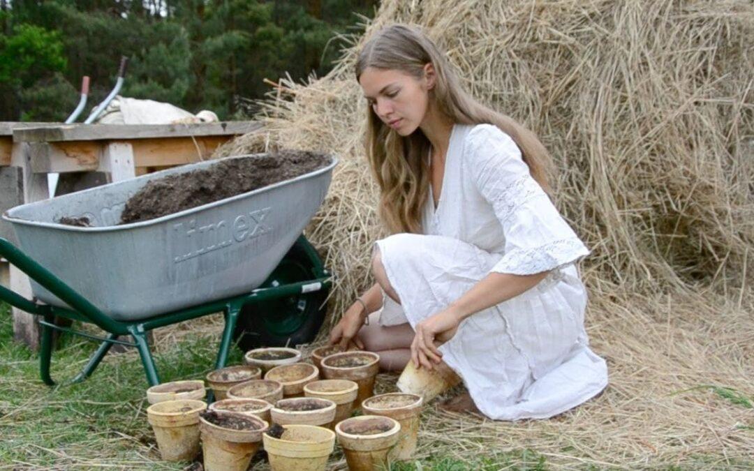 49, 50 Elisa Karnatz – Leben im Einklang mit der Natur, Selbstversorgung, zu Hause im Bauwagen und Gartenliebe